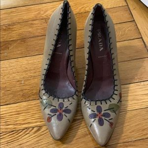 Prada tan pump with stitch and flower detail